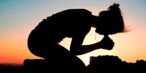 conversando com Deus atraves da oracao1 300x151 Mulher agradecida