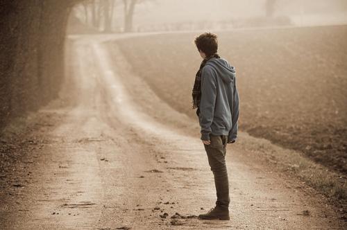 Paulo nos exorta a perseverar até o fim e não olhar para tras, ou seja, ao passado.  Jesus Cristo nunca olhava para tras. Ele tinha um objetivo, a cruz, e não desistiu.